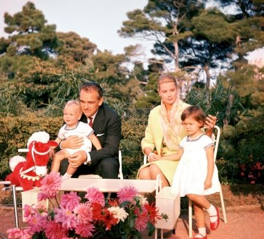 Grace Kelly  con famiglia da HillarysClassicCinemaMonacoRainier