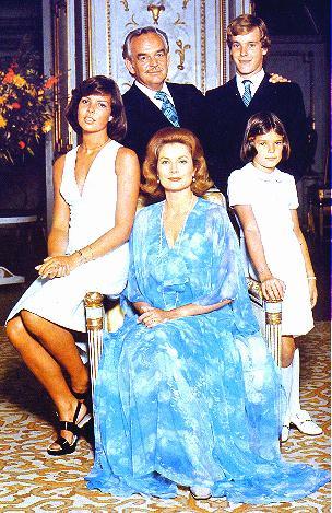 Grace Kelly con la famiglia - Foto da forum.davidicke.com