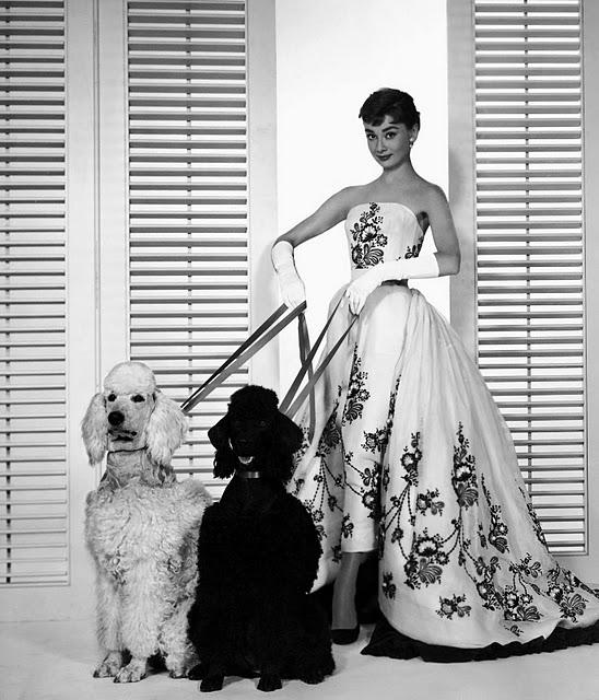 e75d37bef47d Audrey Hepburn in Sabrina con abito Givenchy