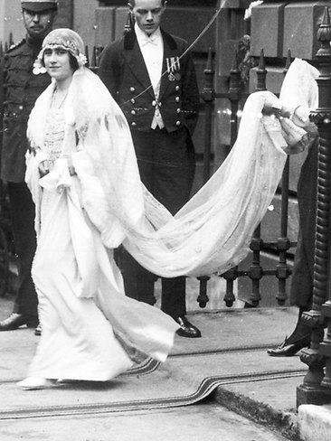 Lady Elizabeth Bowes-Lyon al matrimonio 1923