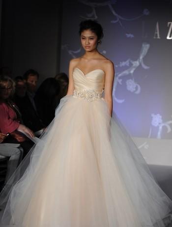 Vestiti da sposa lazaro 2016