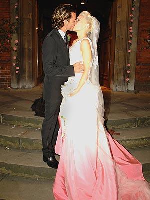Gwen Stefani bacia il marito al matrimonio
