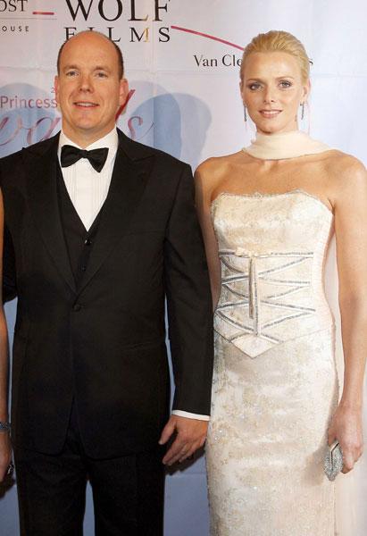 Alberto con una giovane Charlene Wittstock - Foto da Hellomagazine