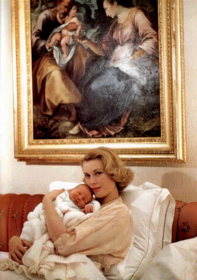 Grace Kelly con il piccolo Alberto - Foto da decortoadore.blogspot.com