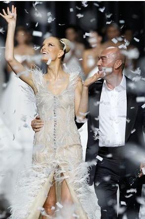 Manuel Mota ad anteprima collezioni sposa Pronovias 2012 - Foto da theknottybride.com