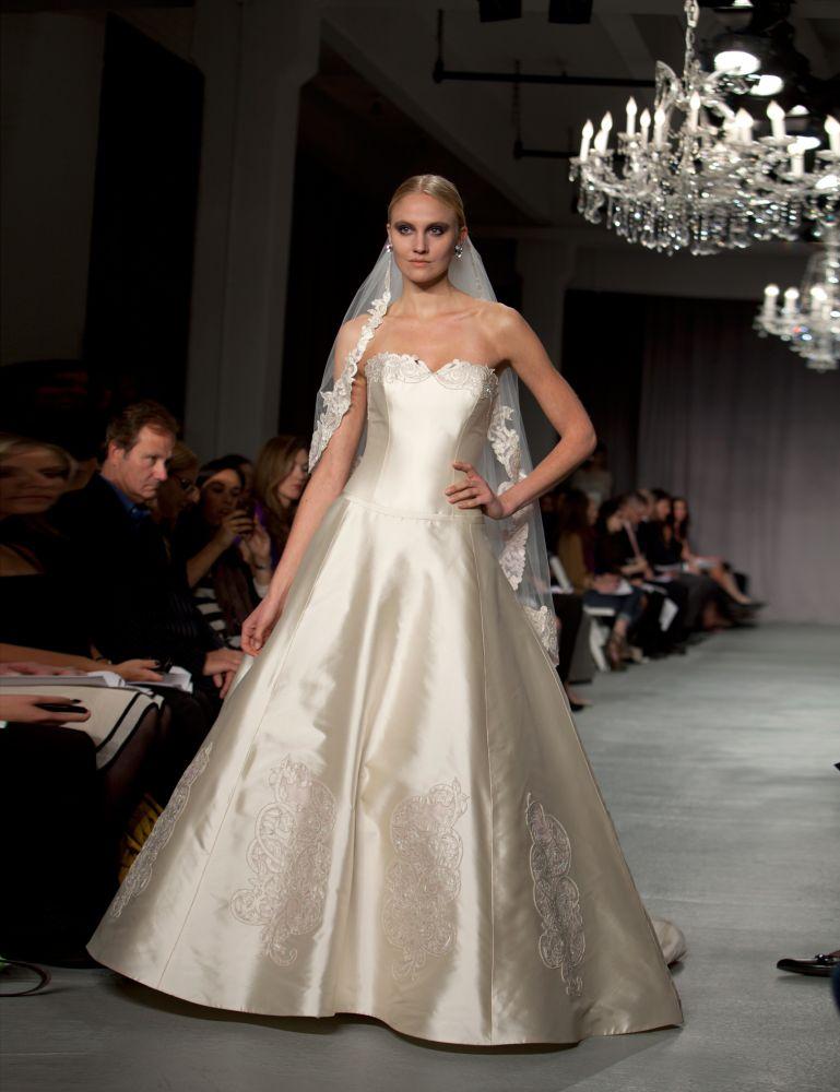 abito da sposa Priscilla of Boston collezione Platinum  - Foto da dev.fashionablebride.com