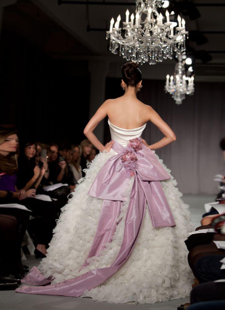 abito da sposa Priscilla of Boston Platinum prezzo 9.975 dollari - Foto da dev.fashionablebride.com