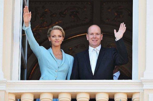 Alberto e Charlene di Monaco si affacciano da Palazzo Reale nozze civili - Foto Getty