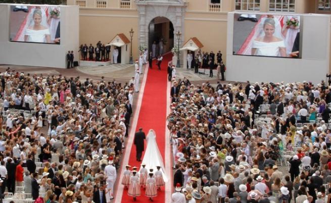 Charlene Wittstock arriva in chiesa alle nozze con Alberto -Foto da tgcom
