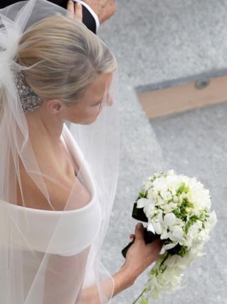 Charlene di Monaco alle nozze con bouquet - Foto da tgcom
