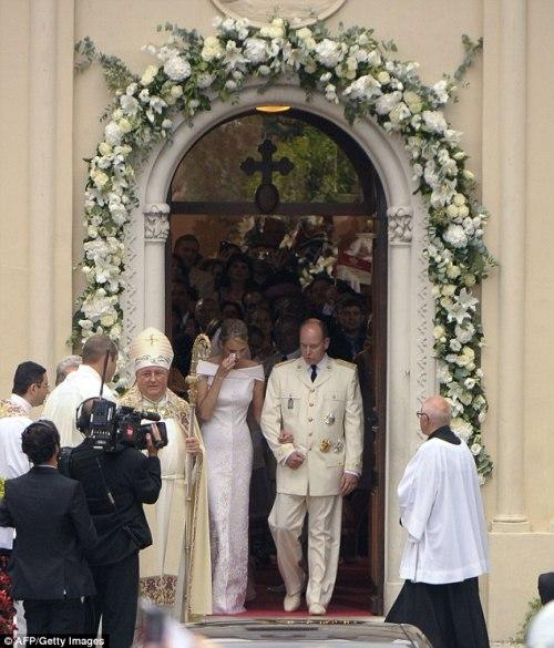 Alberto e Charlene escono dalla Chiesa di Santa Devota - Getty Images