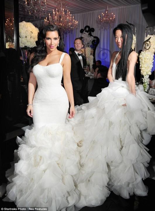 Kim Kardashian indossa il secondo abito da sposa accompagnata da Vera Wang
