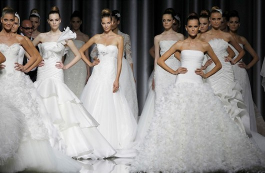 Anteprima collezioni sposa Pronovias 2012 da theknottybride.com