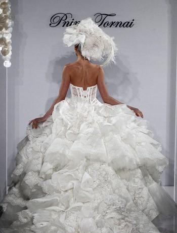 Vestiti Da Sposa 10000 Euro.La Sposa Pnina Tornai Modelli E Prezzi