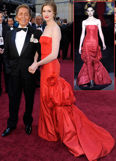Anne Hathaway con Valentino agli Oscar 2011