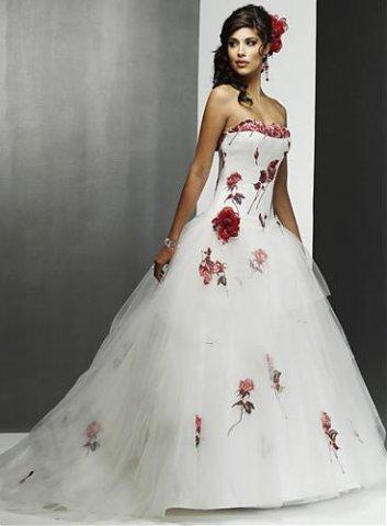 watch 36028 1e0df L'abito da sposa rosso: dalla tradizione alla passione