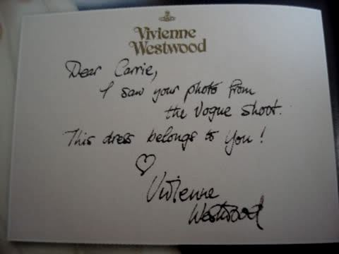 Bigliettino da Vivienne Wesywood a Carrie Bradshaw nel film Sex and the city - The movie