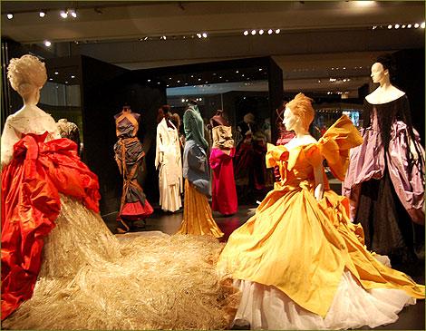 Cafe Society collection 1994, ispirata al pittore Anthony Van Dyk: la collezione fu messa in mostra perchè gli abiti erano troppo voluminosi per sfilare.