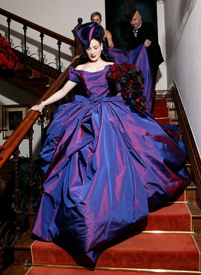 Dita Von Teese sposa in Vivienne Westwood - Foto Vogue