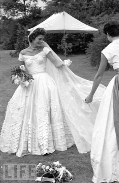 Jacqueline Bouvier in Kennedy sposa - Foto Life