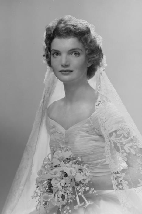 Ritratto di Jacqueline Bouvier in Kennedy sposa