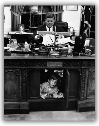 John John con il padre JFK nello Studio Ovale