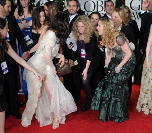 Madonna si scusa con Jessica Biel per averle calpestato l'abito ai Golden Globe 2012
