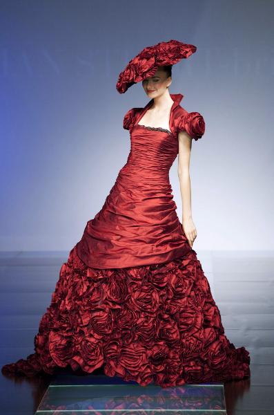 Ian Stuart collezione Paramount -abito da sposa rosso Masquerade