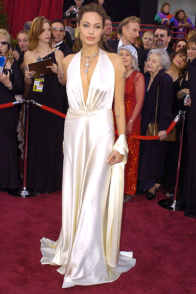Angelina agli Oscar 2004 in Marc Bouwer - Foto Getty