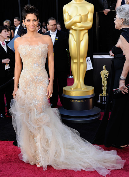 Hale Berry in Marchesa agli Oscar 2011 - Foto Getty