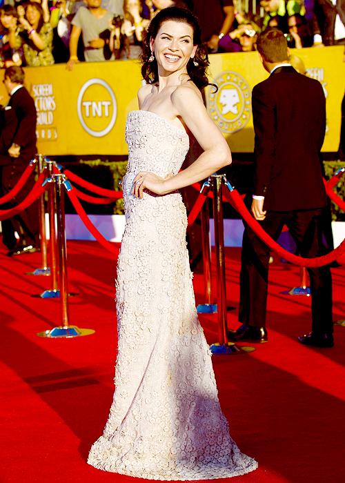 Julianna Marguiles in Calvin Klein ai SAG Awards 2012
