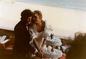 Il taglio della torta alle nozze tra Keith Richards e Patti Hansen