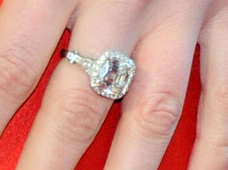 Anne Hathaway Wedding Band bigking keywords and pictures