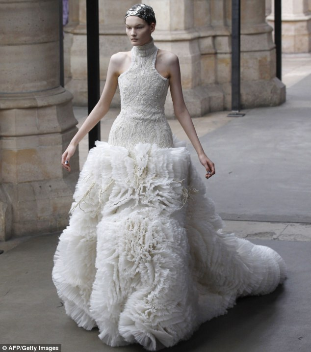 Sarah Burton Abito da sposa Alexander McQueen Fall/Winter 2011 -  foto AP