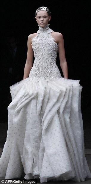 Sarah Burton Abito da sposa Alexander McQueen Fall/Winter 2011 - Foto Getty