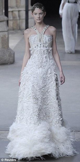 Sarah Burton Abito da sposa Alexander McQueen Fall/Winter 2011 - Foto Reuters