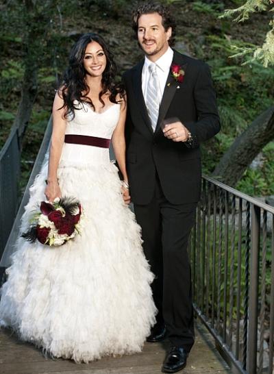 Shannen Doherty in abito da sposa Monique Lhuillier alle nozze con Kurt Iswarienko