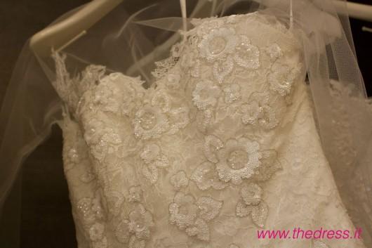 Divina, collezione Glamour, abito da sposa Pronovias 2013