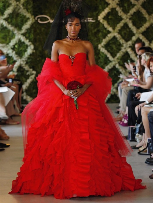 abito da sposa rosso Oscar de la Renta Primavera 2013 - Foto Courtesy of Oscar de la Renta