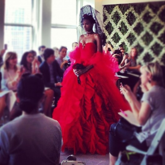 abito da sposa rosso Spring 2013 Oscar de la Renta