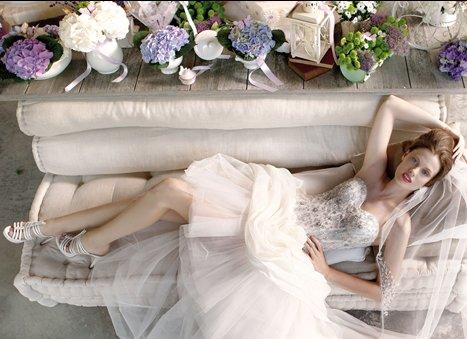 High-low hemlines wedding dress by Emé di Emé