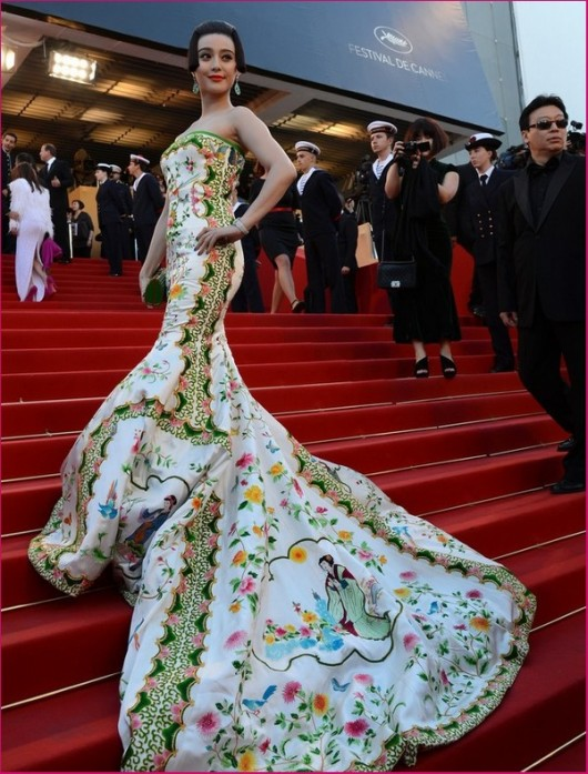 Fan Bingbing in Christopher Bu alla serata di apertura del Festival del Cinema di Cannes 2012 - Foto Getty