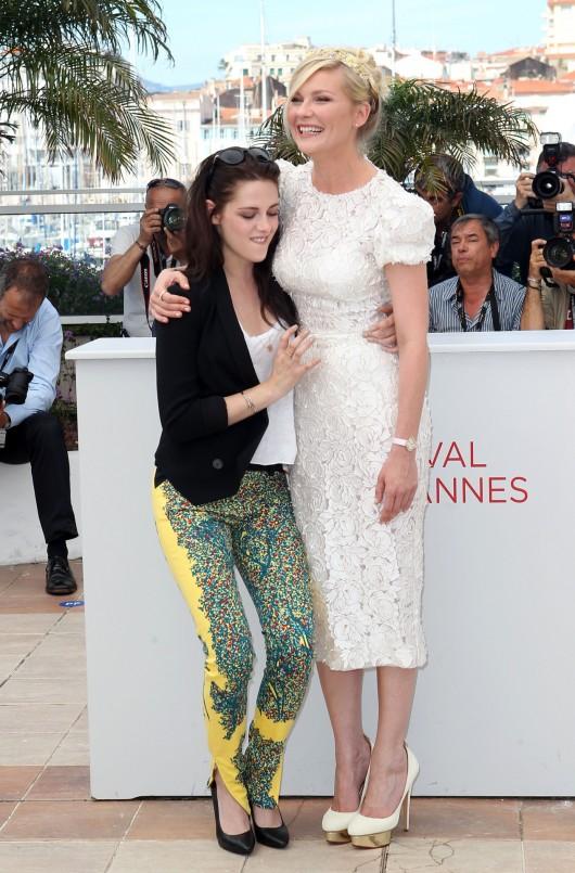 Kirsten Dunst in D&G e Kristen Stewart, Cannes Film Festival, 22.5.12, Foto Getty