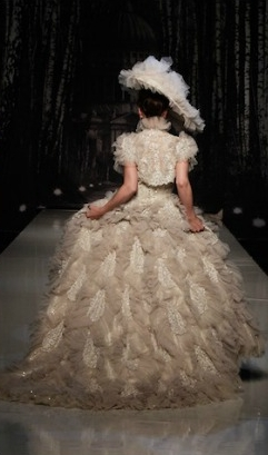 abito da sposa Folies Bergere Supernova Ian Stuart 2013 Collection Photo White Gallery