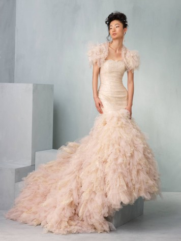 abito da sposa rosa Labyrinth Supernova Ian Stuart 2013 Collection Photo planyourperfectwedding.com