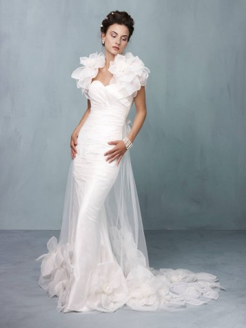 abito da sposa Paradise Supernova Ian Stuart 2013 Collection Photo planyourperfectwedding.com