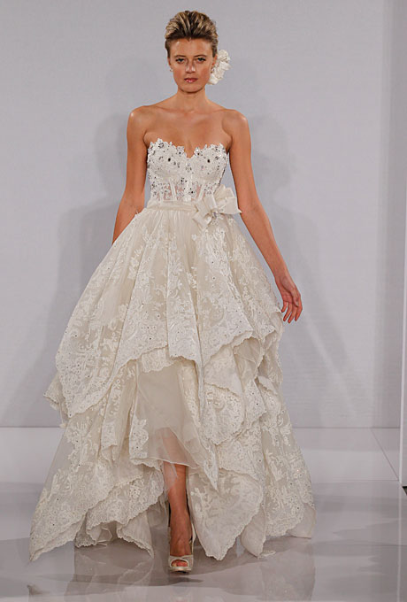 abito da sposa di Pnina Tornai 2012 in vendita da Kleinfeld Bridal a partire da 12.600 dollari