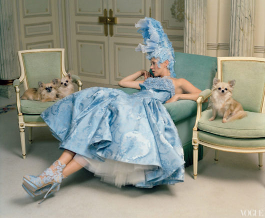 Kate Moss in Alexander McQueen foto Tim Walker per Vogue US Aprile 2012