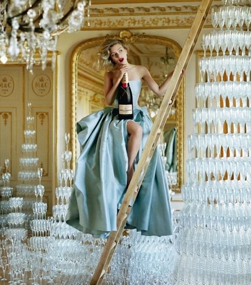 Tim Walker fotografa Scarlett Johansson per la campagna Moët & Chandon 2011