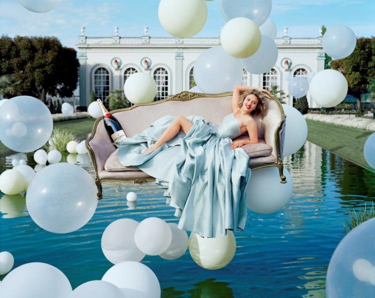Tim Walker fotografa Scarlett Johansson per campagna Moët & Chandon 2011